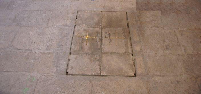 Entrada a columbario de San Pedro